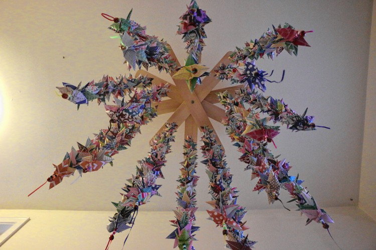 Monadnock ledger transcript 1000 cranes for a friend elyse rogers 13 of rindge has created a mobile out of 1000 origami cranes a gesture she hopes will bring good luck to samantha dubois a rindge teen mightylinksfo